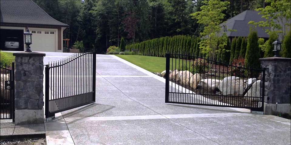 aandk-gates-and-fencing-slider-13
